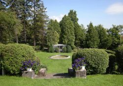 Garden at Idlwilde Inn