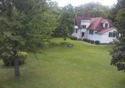 Grounds at Idlwilde Inn