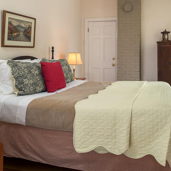 Watkins Glen Lodging - Room 1 bed