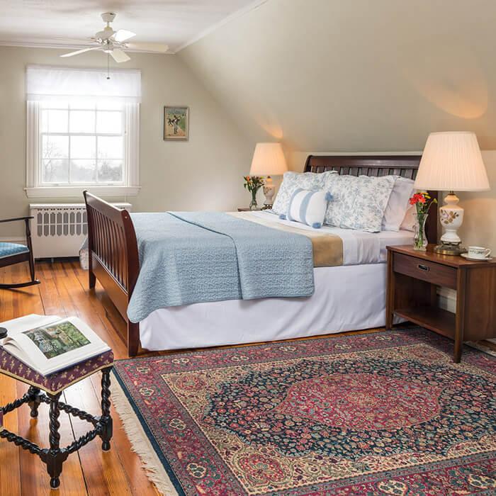 Watkins Glen Inn - Room 14 bed