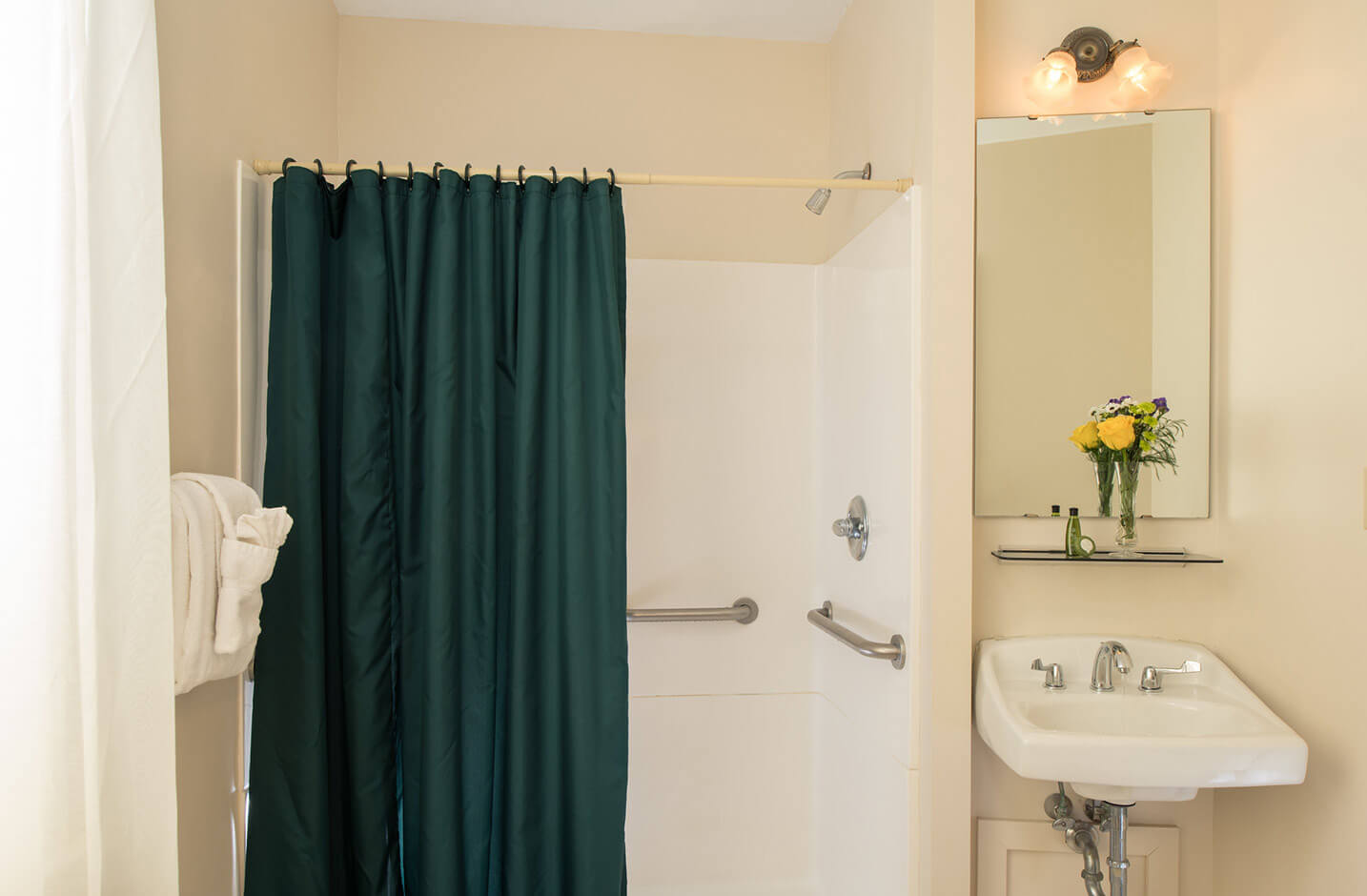 Best Places to Stay in the Finger Lakes - Room 2 bathroom