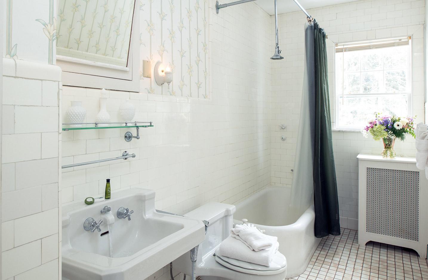 Seneca Lake B&B - Room 7 bathroom