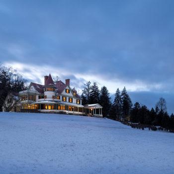 Watkins Glen B&B - inn exterior in winter